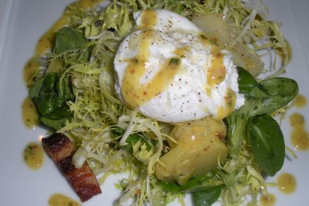poached-egg-bacon-salad