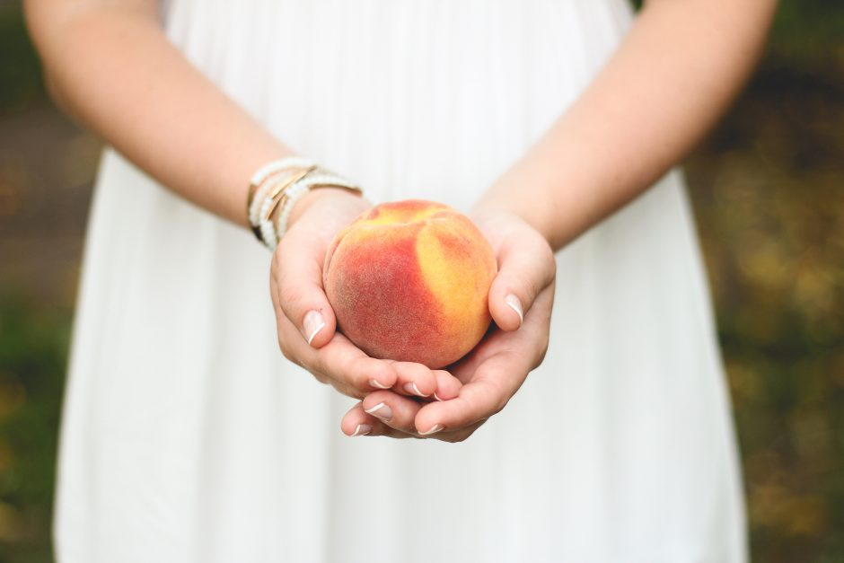 girl_holding_peach